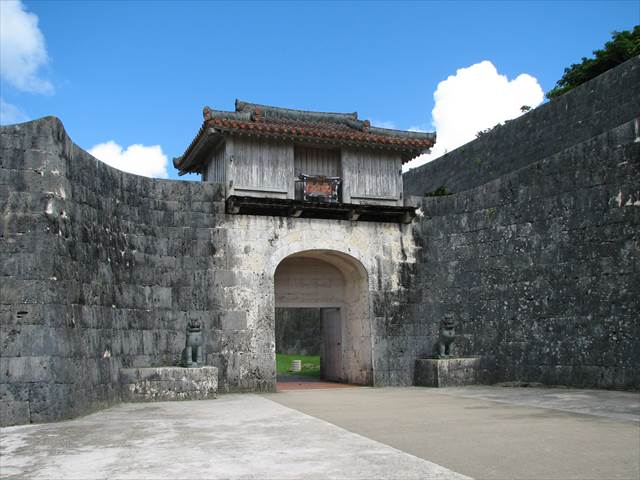 Kankaimon Gate in Shuri Castle | Japanesquest