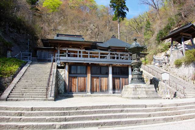 Oku-no-in hall in Yamadera Temple | Japanesquest
