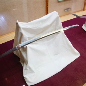A sword on exhibit | Japanesquest